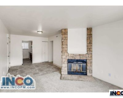 Comfortable 2 bedroom 1 bath apartments near Riverpoint Shops! On the bus line!
