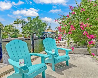 AVAILABLE FOR LABOR DAY - Waterfront & Renovated Bungalow One Mile to The Beach - Bonita Shores