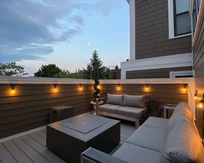Luxury home close to beach with private roof deck 2700 sqft - City Point