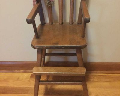 Wood doll chair