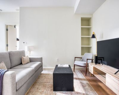 Beauty in Back Bay, 1BR w/ Gym, close to the Common by Blueground - Bay Village