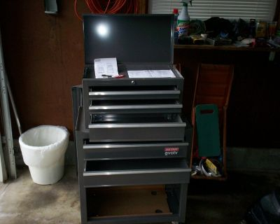 craftsman evolv tool chest with 2 keys and on rollers - like new