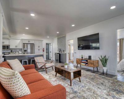 New Listing! Casa Blanca w/ Modern Home w/ Spacious Backyard & Pets okay! - Joshua Tree