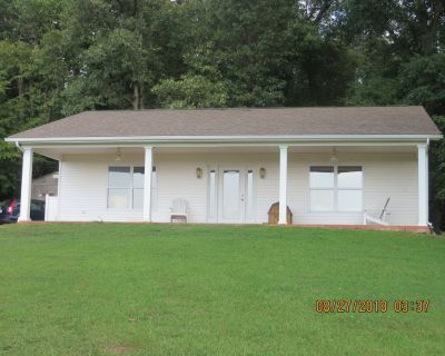 Quiet Country Cottage on Family Farm, 30 min from Paducah - Bardwell