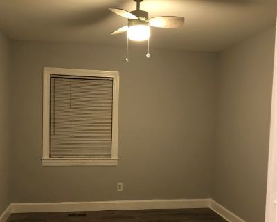 Private room with shared bathroom - Oakwood , GA 30566