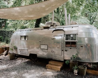 Tropical Airstream Oasis with Stocktank pool! - DeKalb County