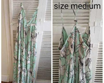 Medium spring pants outfit