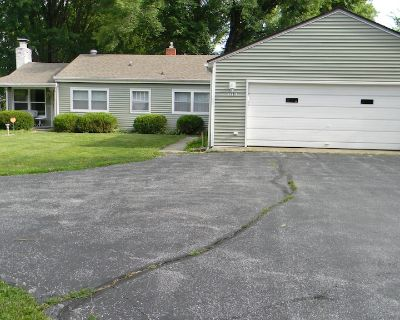 Cozy Cottage - 14 Mi. S. of Indianapolis in the Greenwood/Bargersville Area - Bargersville