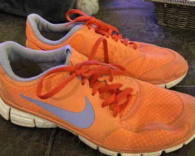 Women s Nike Tennis Shoes, size 10, $5.00