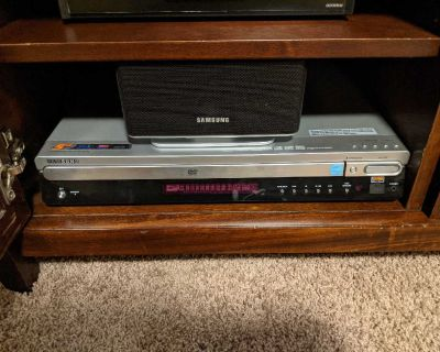 SAMSUNG 9PC 5 DVD Surround Sound Home Theater System with Speaker Stands & Remote