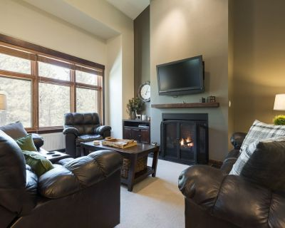 Large Modern Townhome with Shared Hot Tub, easy walk to Eagle Lodge - Mammoth Lakes