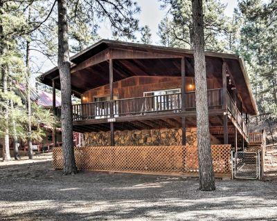 Ruidoso Cabin w/ Forest Views - Mins to Ski Apache - Ruidoso