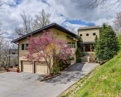 Luxury 5 bedrooms house close to Asheville
