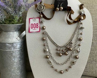 New Gorgeous Brown Necklace with Earrings!