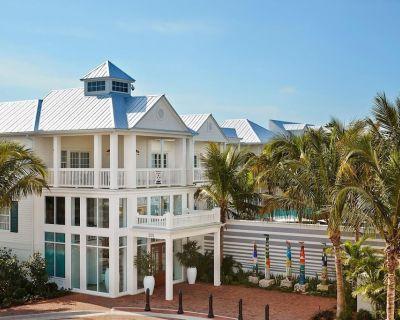 Dream Getaway, 3 Tropical Units, Pool Bar and Gym - Historic Seaport
