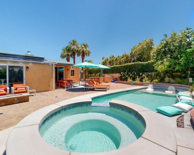 Classic, Dog-Friendly Home & Casita with Private Pool, Fast WiFi, and Central AC - Palm Springs