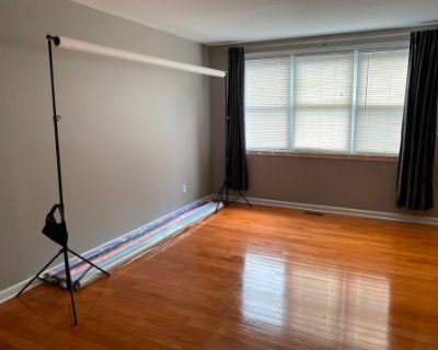 Modern Photo Studio With Multiple Backdrops, Flower Walls And A Private Outdoor Location, Philadelphia, PA