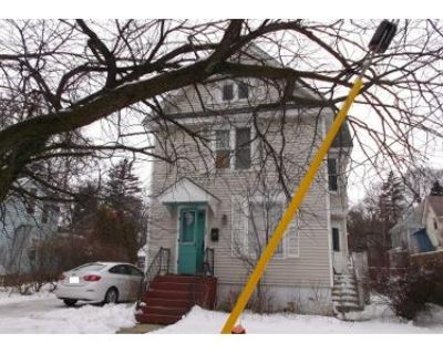 3 Bed 1 Bath Preforeclosure Property in Woodstock, IL 60098 - S Madison St