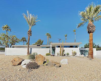 Harrison & Wexler Gem with Private Pool & Hot Tub in El Rancho Vista Estates - Palm Springs