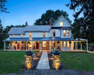 Historic Luxury Farmhouse Pondview with Great Outdoor Entertaining Space - Harpers Ferry