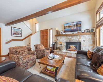*Free Kayaking* Great For Families Updated Luxury w Private Hot Tub, Deck & Grill, 2 Master Suites - Park City