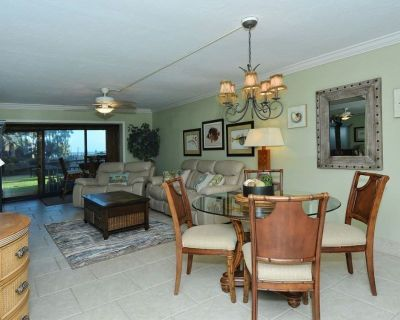 Chinaberry 413 - 2 Bedroom Condo with Private Beach with lounge chairs & umbrella provided, 2 Poo... - Siesta Key