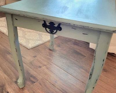 Small side/accent table