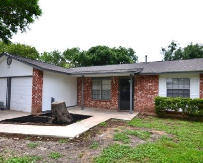 7707 Pipers Swan St - Home For Sale 3/2/2 in San Antonio, TX 78251