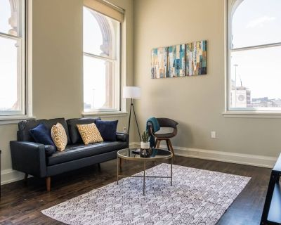 Downtown Lux 1br Near Public Market | Walk To All - East Town