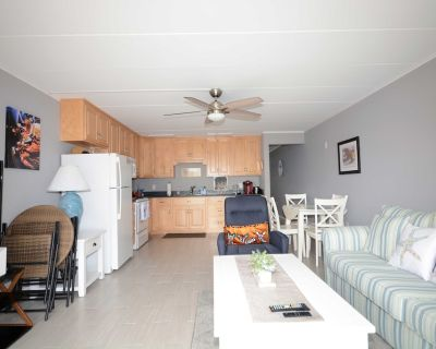 Stylish 1 bedroom condo located downtown in a family-friendly neighborhood only a few streets from the boardwalk and a short stroll to the beach! - Midtown Ocean City