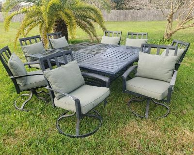 9-piece patio dining table & chairs