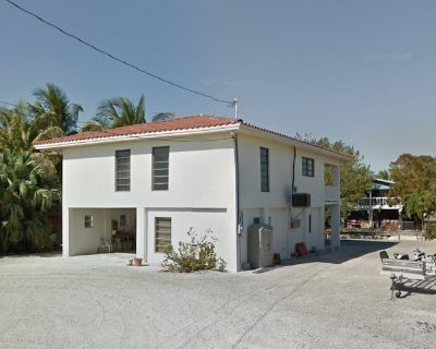 BEAUTIFUL MODERN NEWLY RENOVATED 3/3 HOME W/ DOCK, TOYS,2 KITCHENS NEAR KEY WEST - Cutthroat Harbor Estates