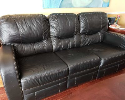 RECLINING LEATHER PALLISTER COUCH