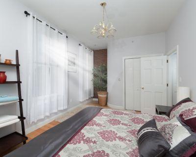 Renovated 2 bed, sleeps 6, Brookline Village, steps to public trans, Boston - Brookline