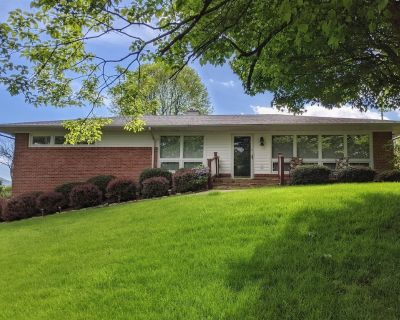 Tin Cup Hideaway | Golfer`s themed 3 bedroom and 2 bath home with hot tub in Canton - Canton