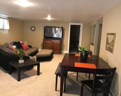 Clean & Spacious GARDEN SUITE~2 Bedroom & 1 Bath. Centrally located in Boulder. - Green Meadows