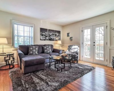 M-3N Beautiful 1Bed-West Plaza! Top Notch Location! King Bed. Private Balcony - West Plaza