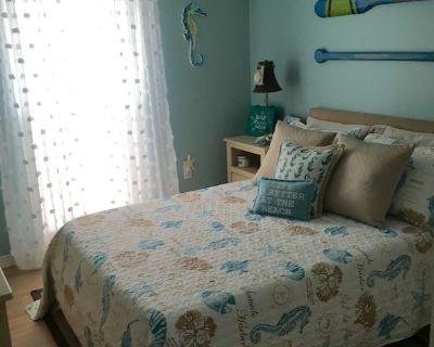 Coastal Cozy ROOM minutes from Anna Maria Island, IMG and Blake Medical Center - Bradenton