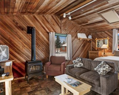 Rustic, Dog-Friendly Cabin with Kitchen, Private Hot tub & Easy Ski Access! - South Fork