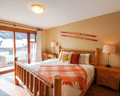 Renovated, Bright, Spacious, Ski in/ Out Townhouse - Sun Peaks