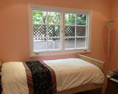 Sublet a Room; Stay Max 3 Months; Available Now (Beverly Hills)