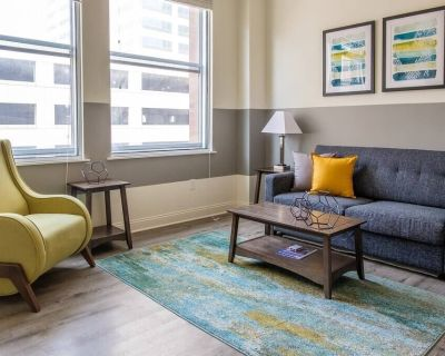 Comfortable 1BR Apt | Steps to Downtown - Mile Square