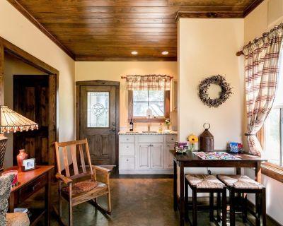 Cottage on Bear Creek   Breakfast   Peaceful Surroundings - Fredericksburg