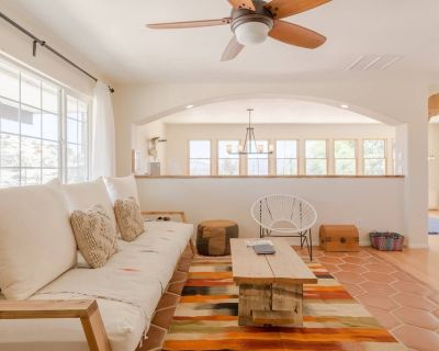 Peaceful desert ranch house retreat set on 2+ boulder filled acres with views - Yucca Valley