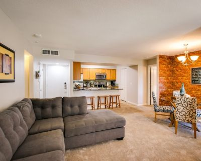 Sleeps 8 Beautiful, Fully Furnished Condo - Great Price, Perfect Location! - South Tempe