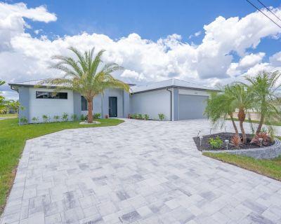 New Build Contemporary Luxury Home w/ Heated Pool on Canal - Trafalgar