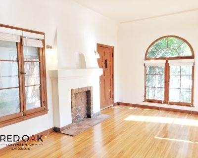 Spanish Style Studio Located In Wilshire Park W/ Patio and TONS of charm