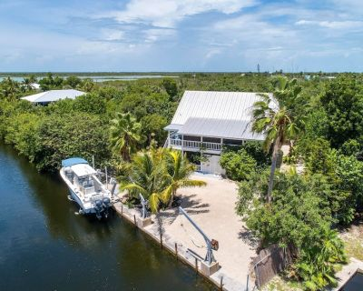 * Very Private Keys Oasis * Huge Pool * Hot Tub * Great Boating Access * - Little Torch Key