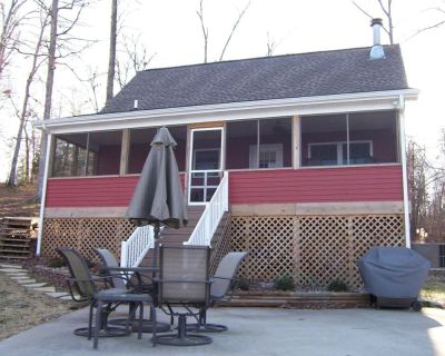 Lakeside Cabin in Southern Illinois with Hot Tub! - Brookport