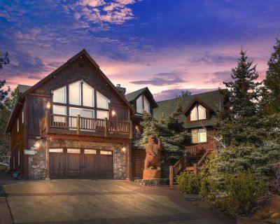 7 Bdr, Custom Three-story Cabin, With Large View Decks and Game Room - Castle Glen Estates